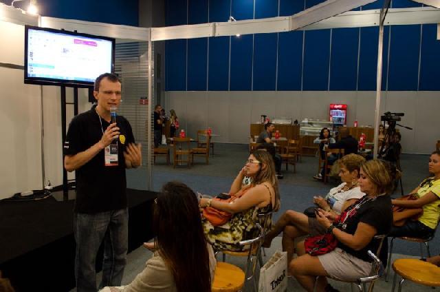 Alexandri Rossi durante sua apresentação na PET Rio Expo
