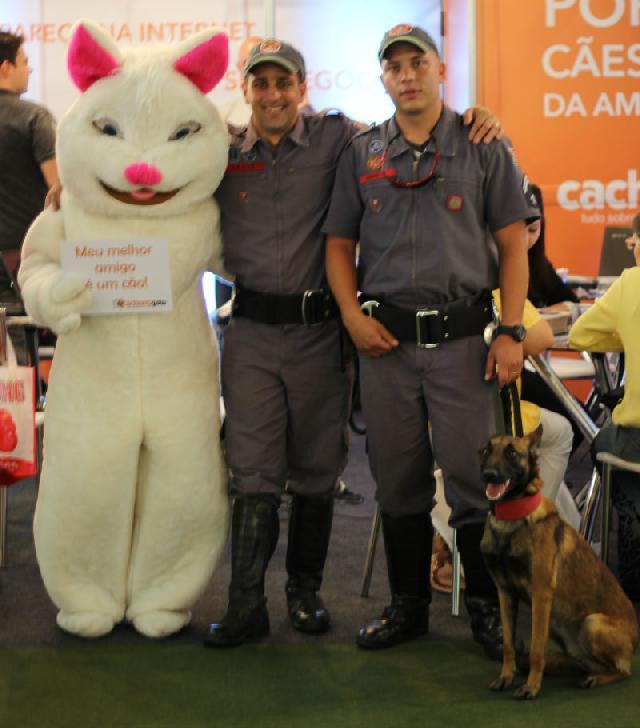 Bombeiros levam a cadela Nuri a PSA 2014