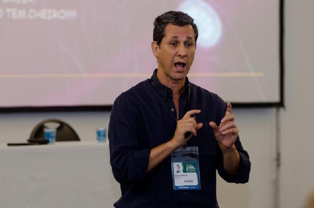 Marcio Bernstein fala sobre insuficiÊncia renal em cães e gatos na PET Rio Expo